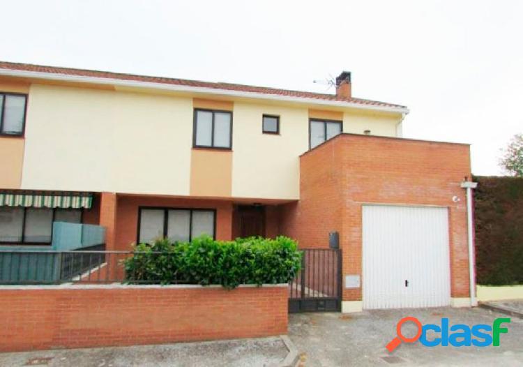 Urbis te ofrece un fantástico pareado en Almenara de