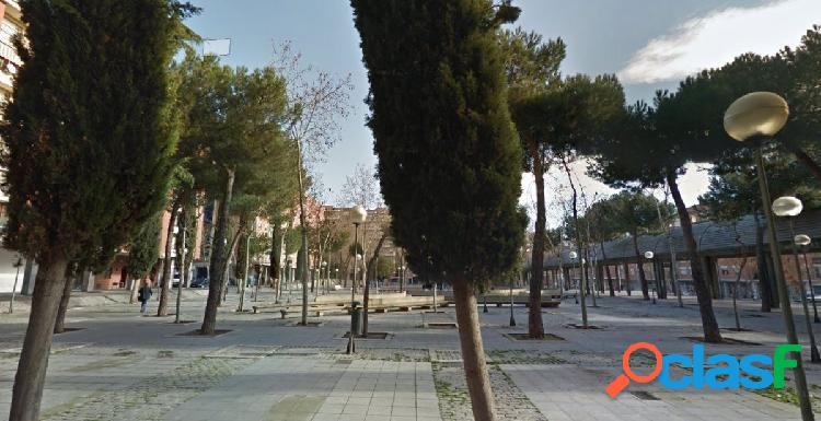 Urbis te ofrece un interesante piso en Plaza Barcelona,