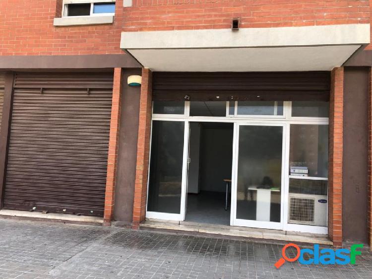 Local Comercial de 100 m² a pie de calle, ideal oficinas.