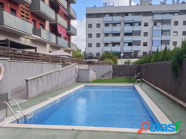 Magnifico piso con piscina comunitaria en La Girada
