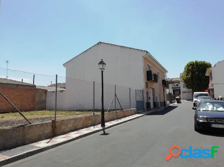 SE VENDE solar de 256 m2 en el centro de Purchil