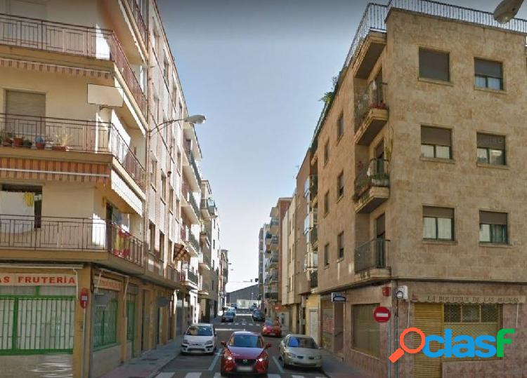 Urbis te ofrece un piso en alquiler en zona Salesas,