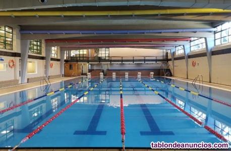 Socorrista acuático piscina cubierta