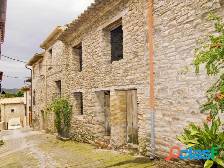 Edificio en calle Mayor de la Puebla de Roda con jardin, en