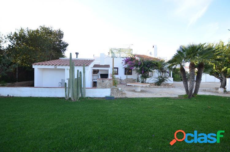 Casa unifamiliar aislada, con gran parcela de 1.609 M2, a