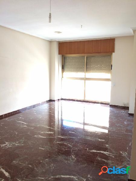 Amplio piso de 4 dormitorios en Paseo Alfonso XIII.