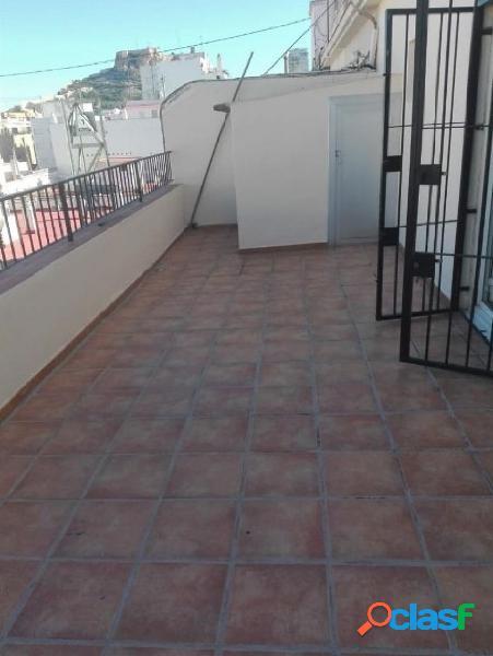Atico sin amueblar en el centro de Alicante