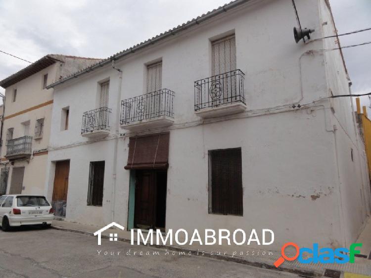Casa en venta en Beniarjó con 6 dormitorios y 3 baños