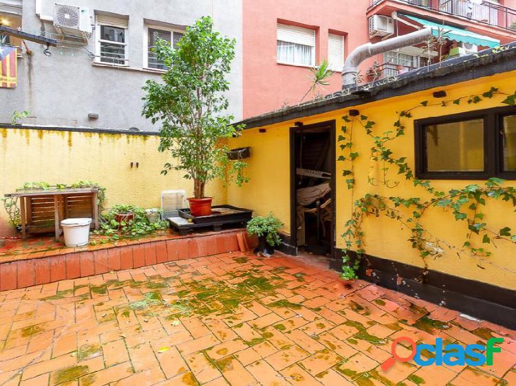 Céntrico piso en el barrio de Sants con terraza