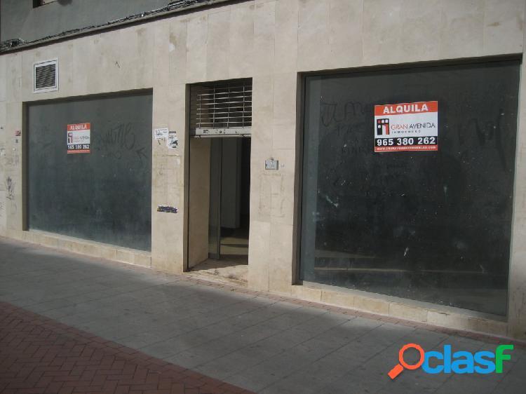 Local amplio en el mercado central - Ref: L 006