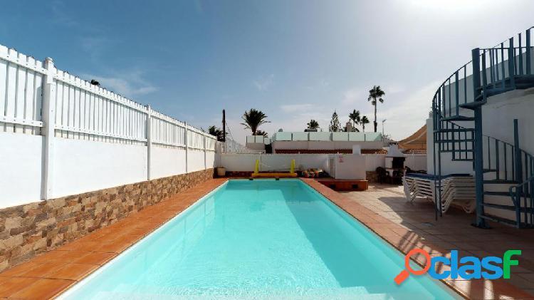 Villa de 4 dormitorios en venta en Playa del Inglés que