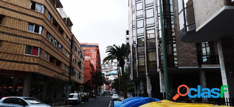 Inmueble en venta de 3 habitaciones en zona Arenales