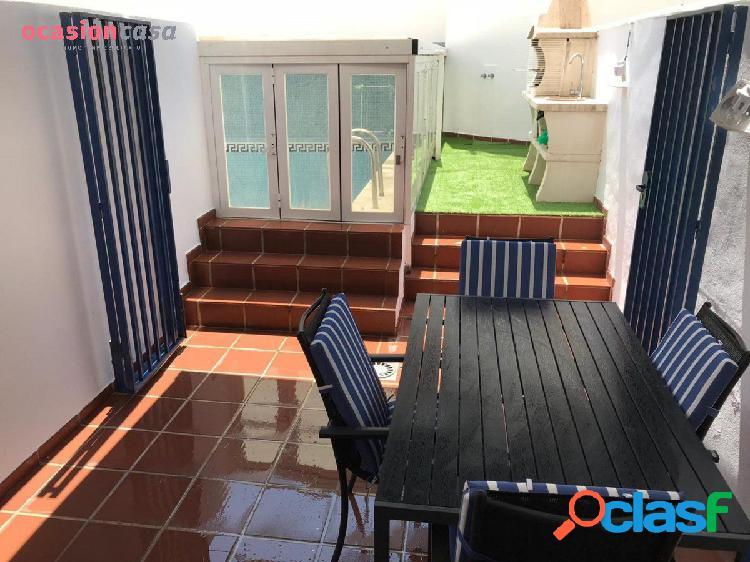Maravilloso Bajo con jardín y piscina privada!