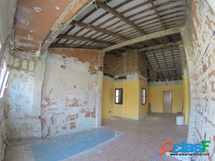 Venta de primer piso de casa independiente en El Cabanyal