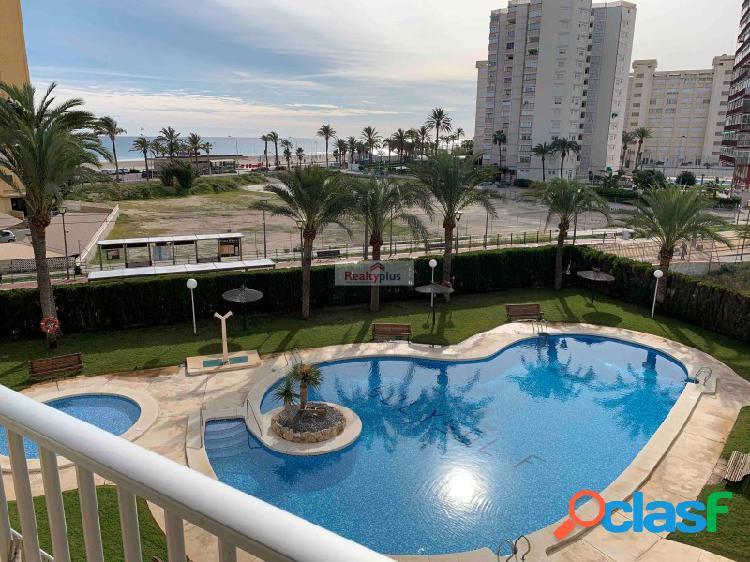 Acogedor apartamento con vistas al mar y la playa. Acceso