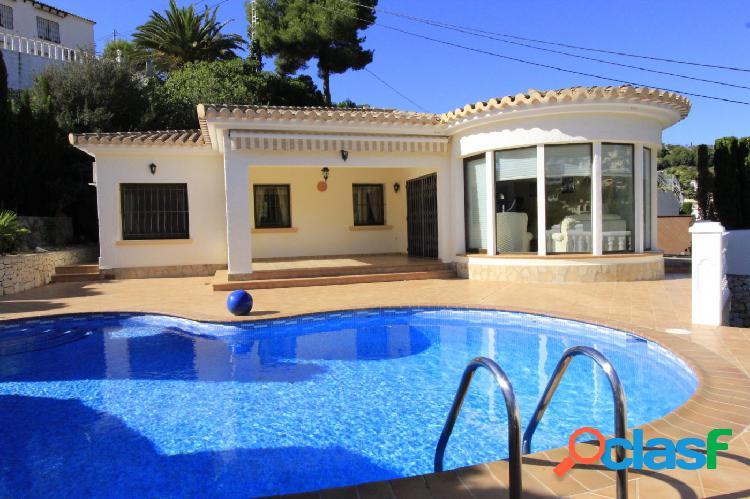 Impecable villa en venta en la costa de Benissa con piscina