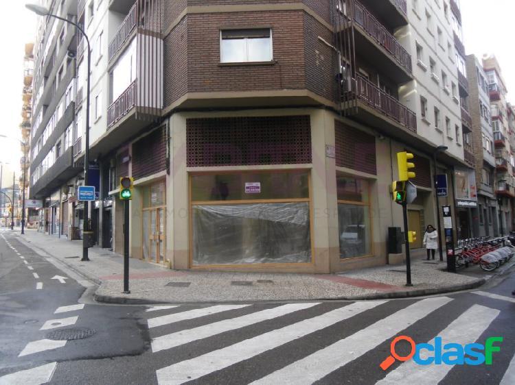 Local primera linea comercial Paseo María Agustín,