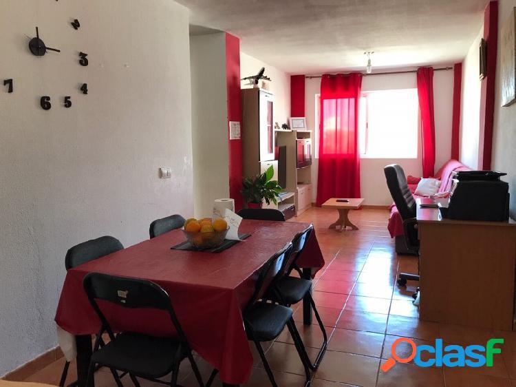 Un espacioso apartamento de tres dormitorios en El Tablero