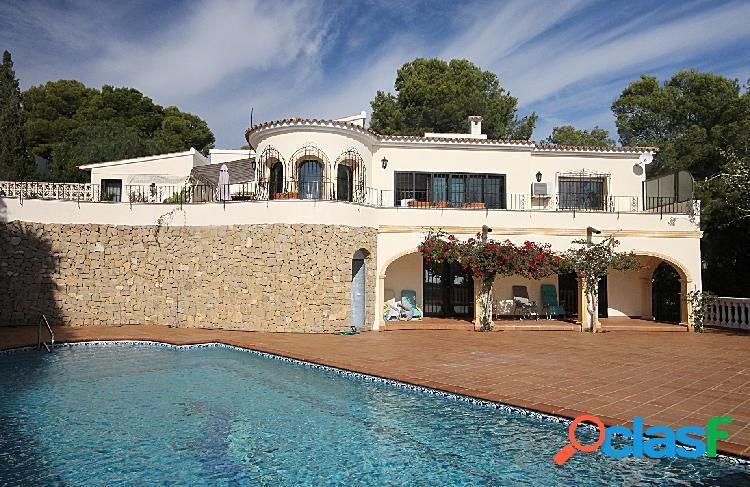 Una gran villa de estilo clási