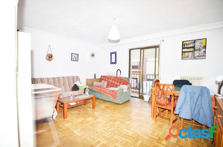 Urbis te ofrece un céntrico piso en zona San Cristóbal,