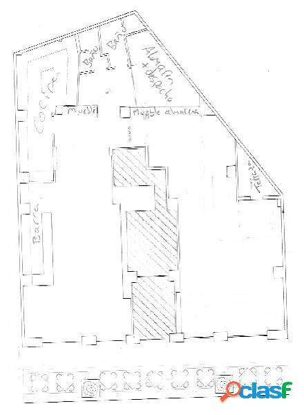 Local comercial con licencia en vigor y terraza en pleno