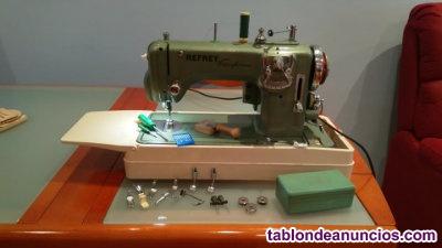 Se vende máquina de coser refrey