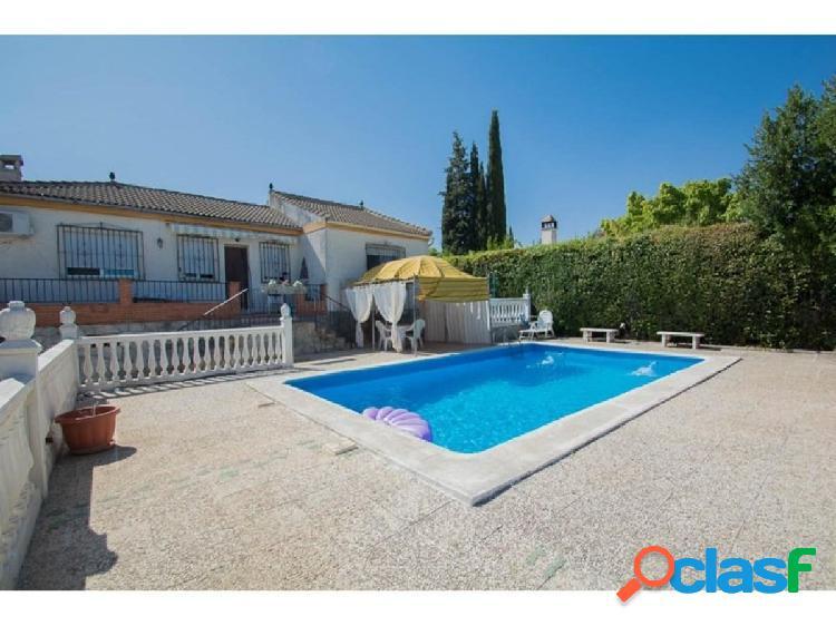 Casa con piscina y parcela de 1000 mts en Cullar Vega!
