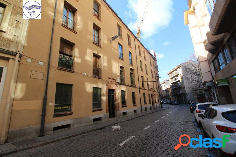 Excelente piso exterior en el Centro de Segovia, calle