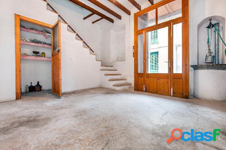 Venta casa con patio en Montuïri
