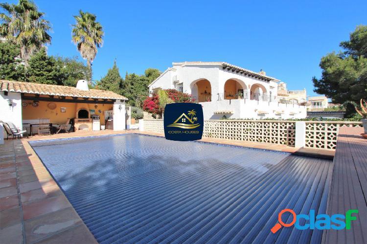 Villa en venta en Javea con Apartamento Independiente |