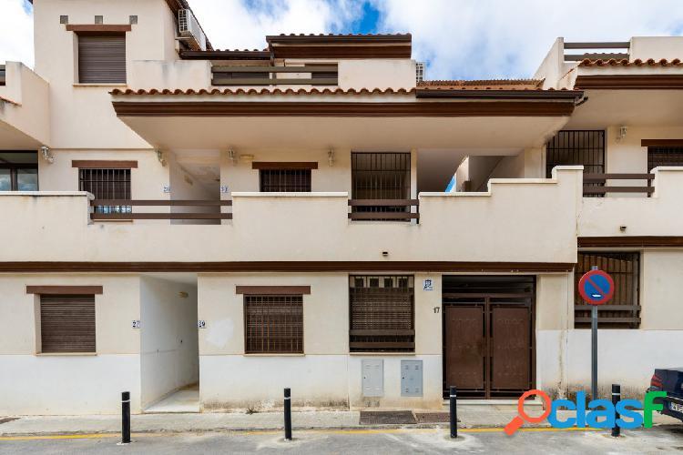 Ático en Urbanización con zonas comunes y piscina, 109 m2,