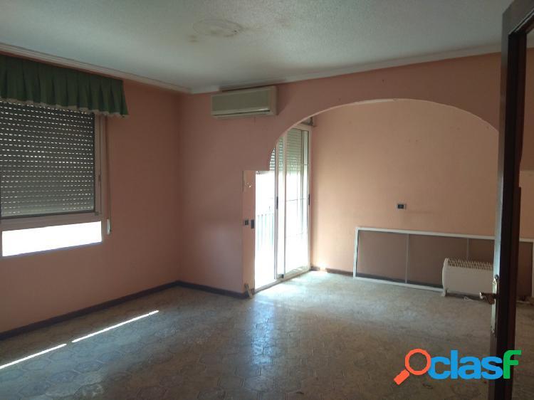 Amplio piso con muchas posibilidades en Almenara