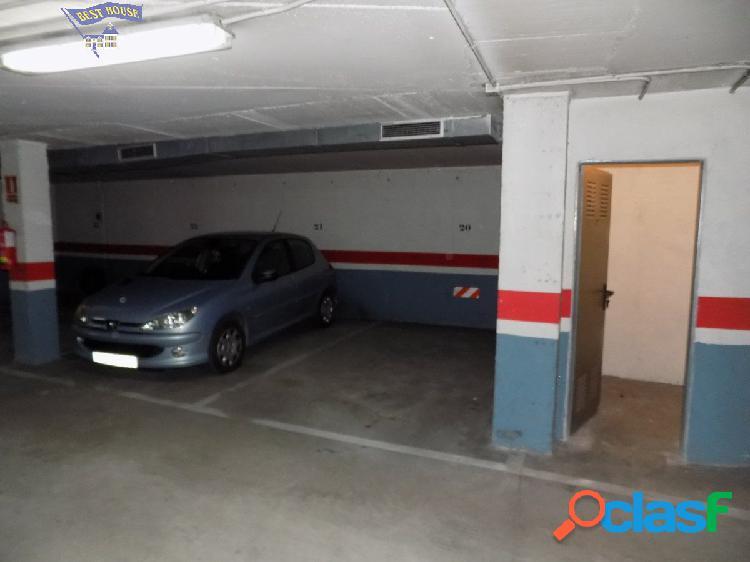 Venta de plaza de garaje para dos coches y dos trasteros