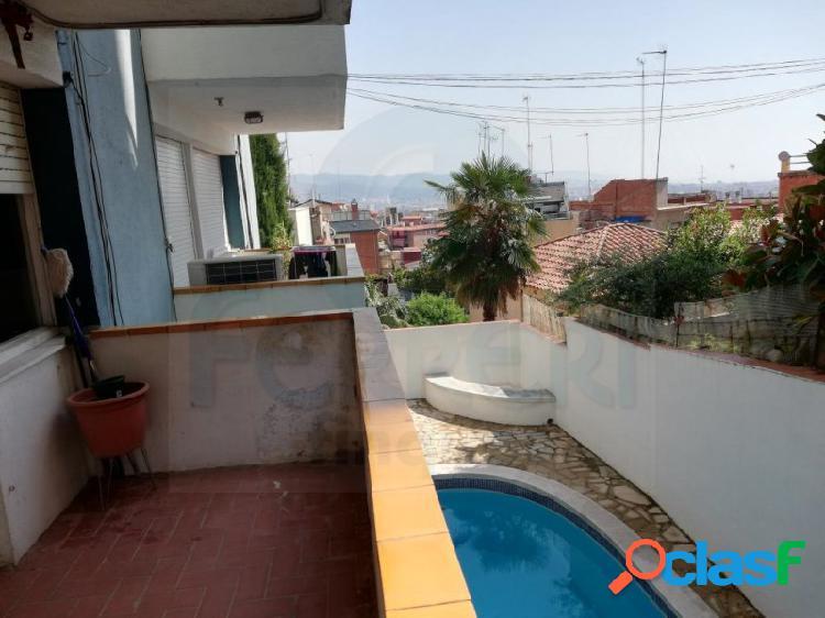 Apartamento a reformar en la zona de El Guinardo.