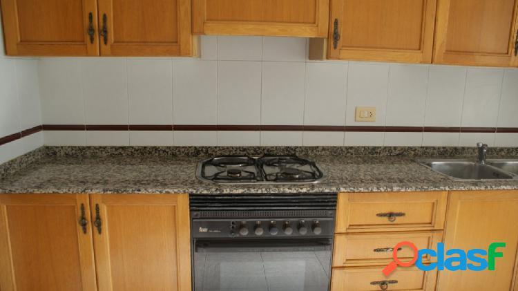 Buen piso en alquiler sin muebles, zona Avda. de Valencia
