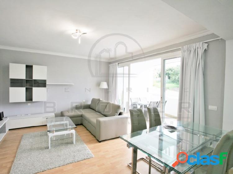Luminoso apartamento con agradable terraza y piscina