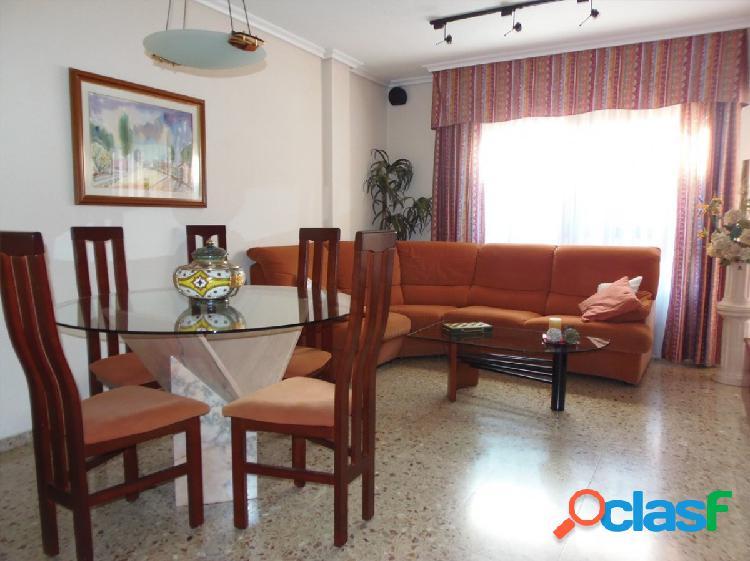Se vende piso reformado junto a calle Herrero. Piso 7º