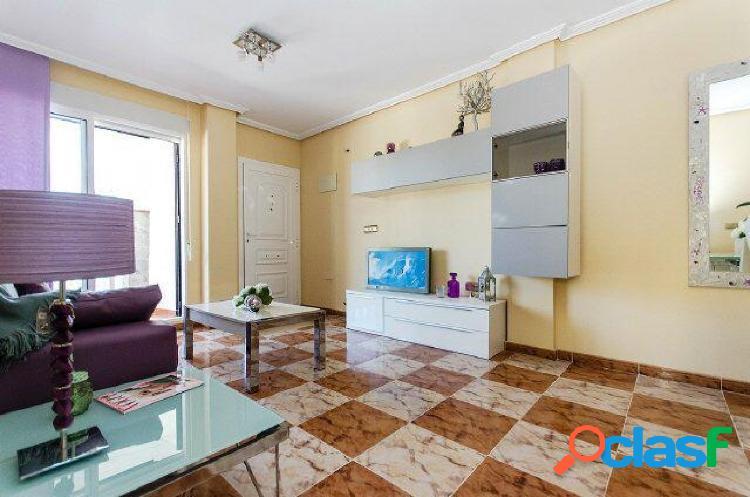 Apartamento de 2 dorm, en planta baja, con terraza de 40 m2