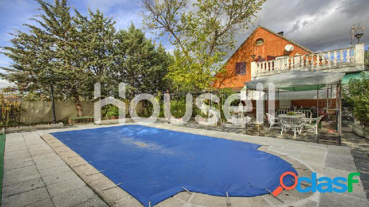 Espectacular chalet en venta de 252 m² y 1081 m² de