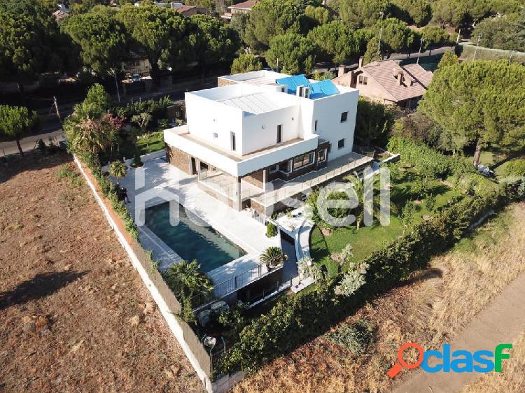 Espectacular chalet en venta de 631 m² y 1350 m² de
