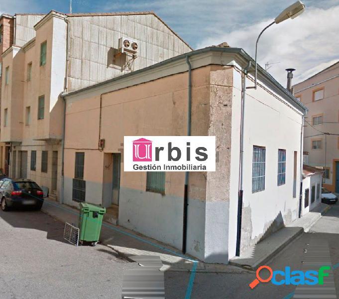 Urbis te ofrece una amplia nave industrial en Guijuelo,