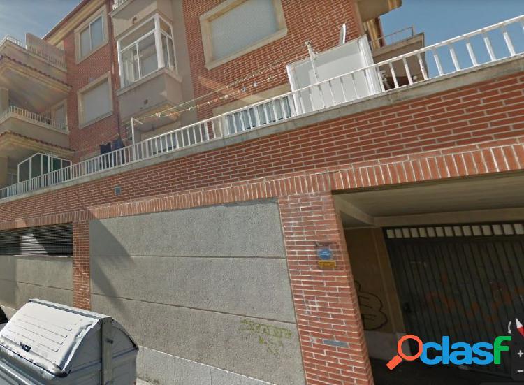 Urbis te ofrece una plaza de garaje en zona Puente