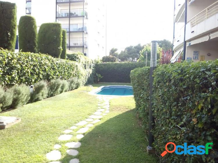 piso con terraza y zona comunitaria con piscina