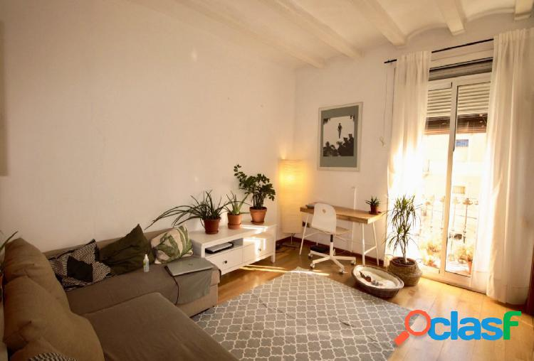 Piso en venta de 57m2 con 2 habitaciones en El Poblenou,