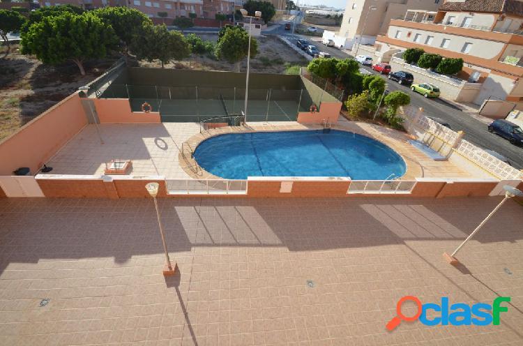 Se alquila Piso de 2 dormitorios en Roquetas de Mar