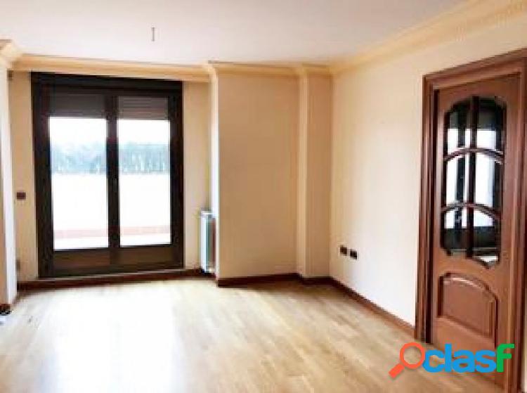 Urbis te ofrece un interesante piso en zona Teso de la