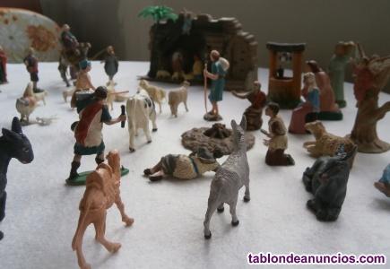 Figuras de belén y adornos navideños