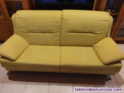 Vendo 2 sofas de 3 plazas verde pistacho en buen estado.