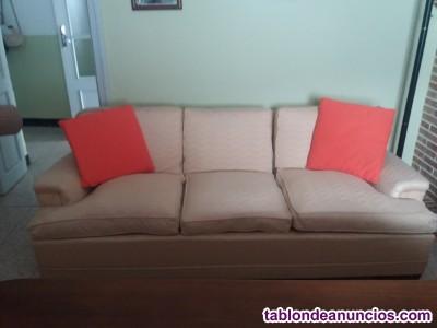 Sofá tres plazas beig