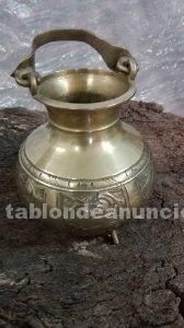 Vasija de metal muy antigua